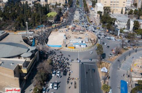 تصویرهوایی؛ فیلم هوایی از مراسم رژه موتوری و خودرویی در شهر شیراز